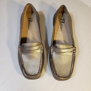 Trotters Silver Pebbled Leather Loafers sz 6M